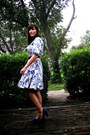 Blue-suede-clarks-shoes-white-floral-vintage-dress