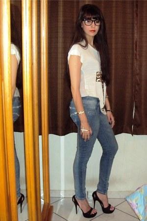 blue jeans - white Pury shirt - black heels