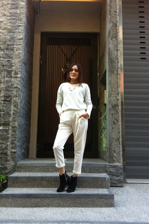 black boots - black necklace - white haron pants - white top