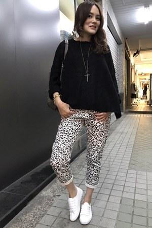 white shoes - gold bracelet - gold cross necklace - white leopard denim pants