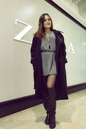 black kneel boots - black coat - heather gray sweater - gold necklace