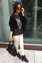 gray tiger print t-shirt - white leggings - black bag - brown sunglasses
