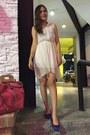 Blue-shoes-white-dress-hot-pink-bag-gold-bracelet