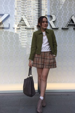 neutral heels boots - olive green coat - heather gray bag - nude check shorts