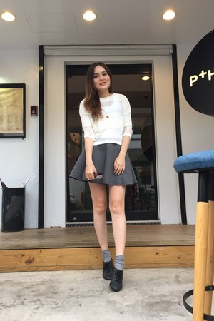 heather gray socks - black shoes - sunglasses - heather gray skirt