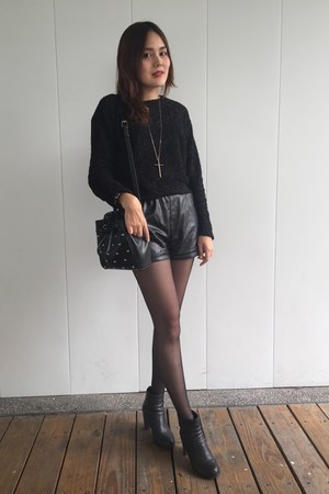 black heels boots - black bag - black leather shorts - gold cross necklace