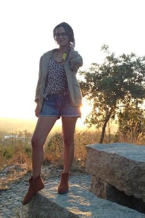 tan safari style Burberry Brit coat - burnt orange flat boot Bimba y Lola boots