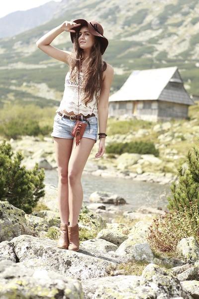 ivory crochet romwe top - bronze H&M boots - crimson H&M hat
