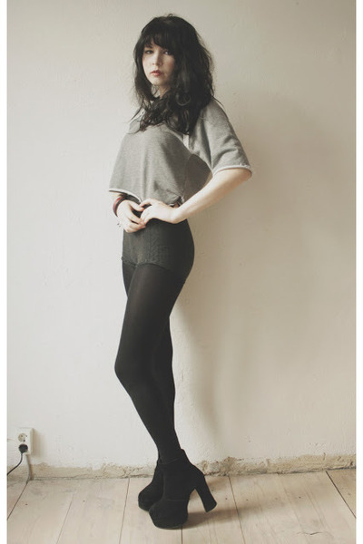 black boots - charcoal gray cut-off tights shorts