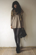 beige sweater - black bag