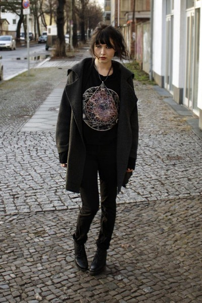 black boots - dark gray coat - black top - black pants