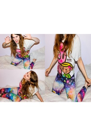 off white Gloomy Bear shirt - deep purple leggings