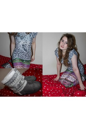 heather gray boots - amethyst Yu & Me leggings - white Jane Norman top