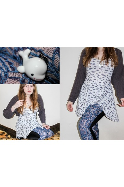 white dress - navy Vadan leggings - white Tofu Cute necklace