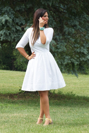 gold jewelry Kara Ross NY accessories - white Gap dress
