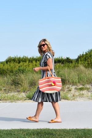 navy striped dress Zara dress - orange beach bag Old Navy bag