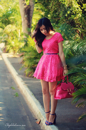 blue sandals - hot pink dress