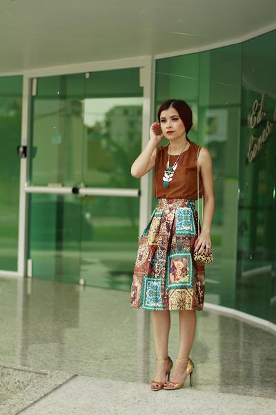 dark brown skirt - light brown vest