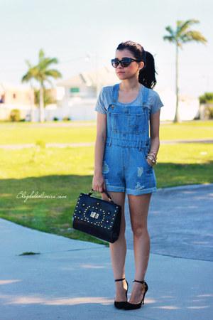 sky blue jumper - black sunglasses