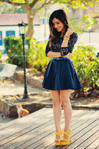 navy dress - yellow sandals