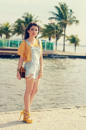 light blue jeans - light yellow blouse