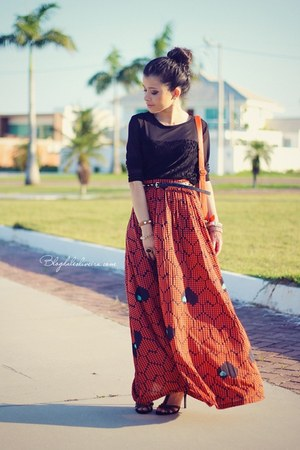 salmon skirt - black blouse