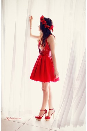 ruby red dress - ruby red pumps