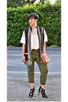 gray moroccan global Zara vest - green cargo pants