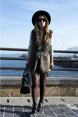 Pepe Jeans vest - choiescom boots - choiescom hat - Michael Kors bag