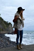 choiescom hat - Din Sko boots - Mango shirt - volcom vest