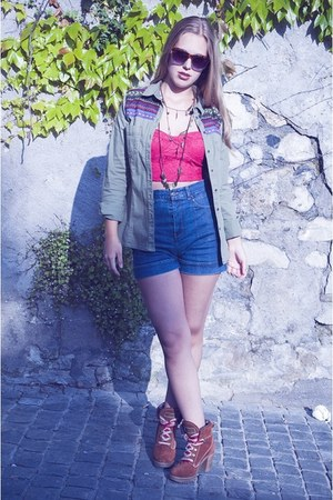 hot pink lace BLANCO top - army green Lefties jacket - navy Mango shorts