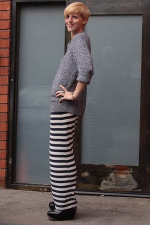 gray glorious boyfriends sweater - navy cotton on skirt - black Irregular Choice