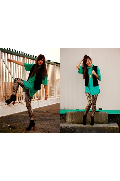 gold fantasia boutique leggings - black czasnabutypl boots - teal shirt