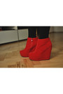 Red-mergpl-boots-black-sh-dress-red-sh-belt-red-allegropl-glasses