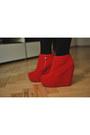 Red-mergpl-boots-black-sh-dress-red-sh-belt-red-allegropl-glasses