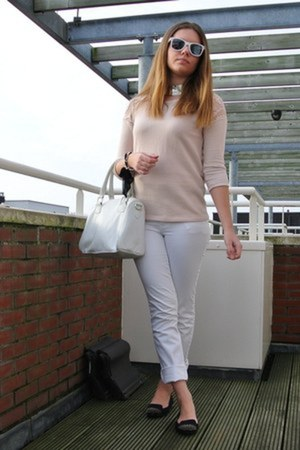 white Vroom & Dreesman bag - white ray-ban sunglasses - white Only pants