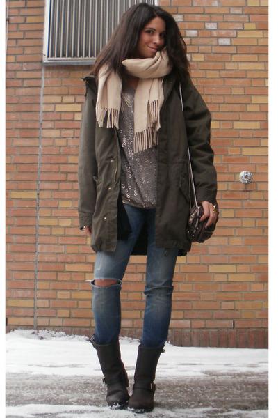 dark brown engineer Frye boots - blue CurrentElliott jeans
