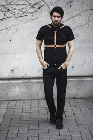 black shirt Gap accessories