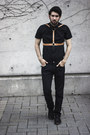 Black-shirt-gap-accessories