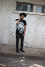 Gray-graphic-tee-fiend-or-fauxx-accessories