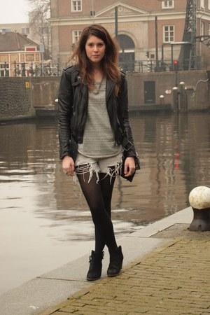 vintage levis shorts - Mango boots - Zara jacket - Antik Batik bag
