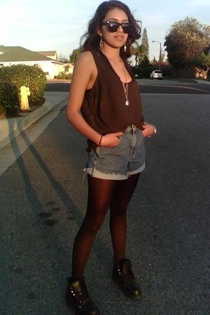 thrifty boots - H&M leggings - thrifty shorts - H&M necklace - thrifty blouse