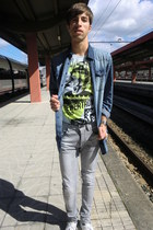 white H&M shoes - heather gray pull&bear jeans - blue pull&bear shirt - sky blue