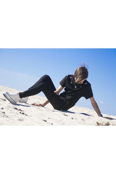 Borja Padn t-shirt - white H&M pants - black Urban Outfitters sneakers