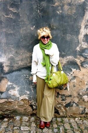H&M hat - vintage Walter Steiger boots - H&M sweater - Jasmine Sola scarf