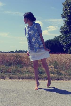 skirt - shirt - glasses - vest