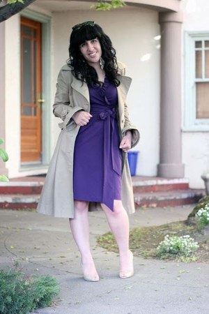 beige trench Viktor &amp; Rolf H&amp;M coat - purple wrap Diane Von Furstenburg dress