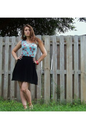 turquoise blue Mosimmo Supply Co top - black Allen B skirt - tan Rampage sandals