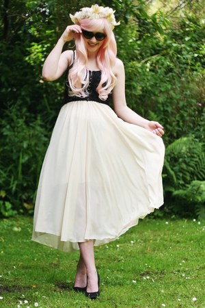 chiffon skirt - lace bralet shirt - accessories