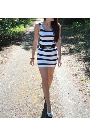 white H&M dress - bronze armour style Topshop ring - white new look wedges - bla
